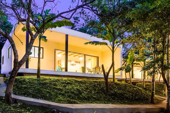 2BD NEW* Modern Private Ranch Villa