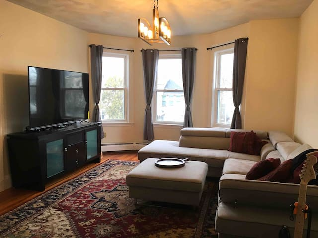Spacious Apartment near Cambridge and Boston