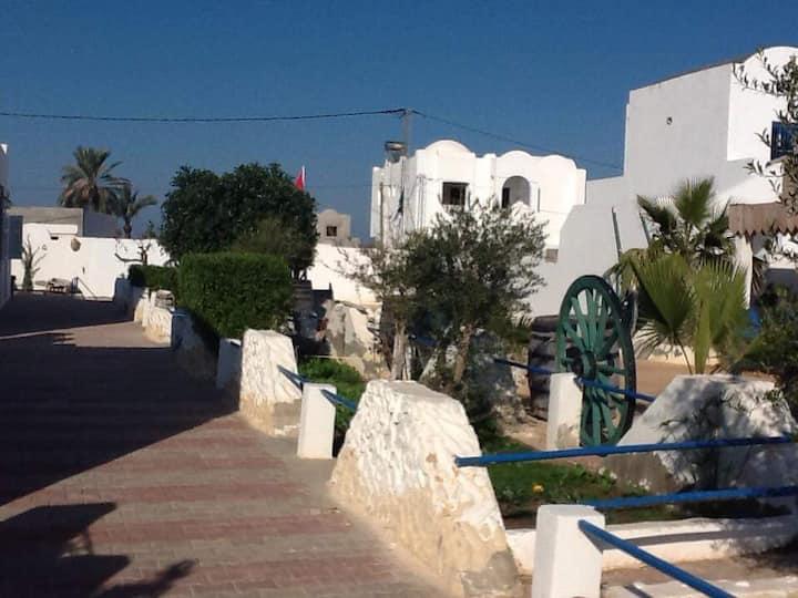 Maison typique dans village berbère, piscine pv