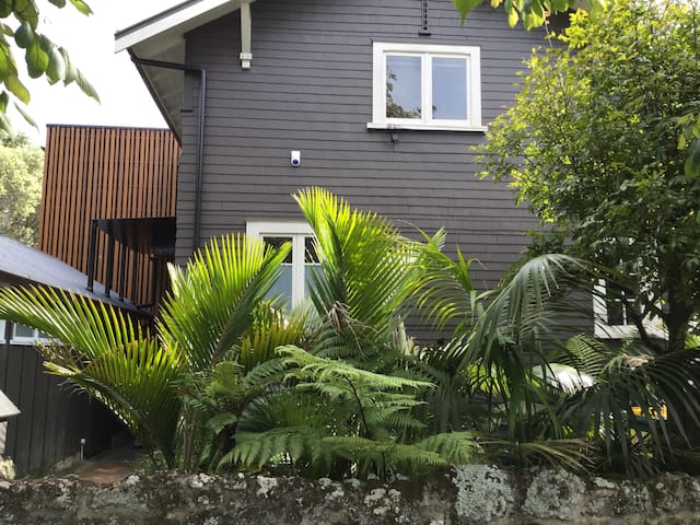Heart of Mt Eden Village - Auckland - House