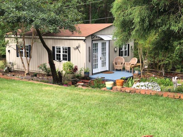 Garden Cottage on Lake Hartwell Near Clemson/I-85