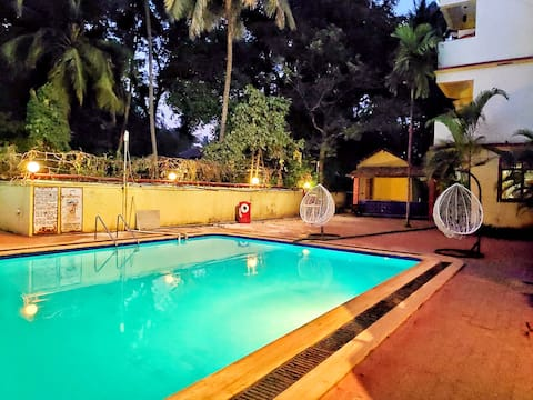 Studio Apartment w/ pool near Baga Beach north Goa
