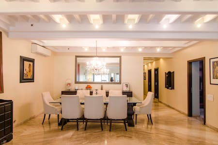 Dreamlike 2BR South Mum Apt, Colaba - Мумбаи