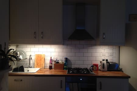Centrally located peaceful one bedroom flat - London