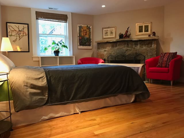 Warm, Private Floor w/Entry, Parking, Metro in DC - Washington - Casa