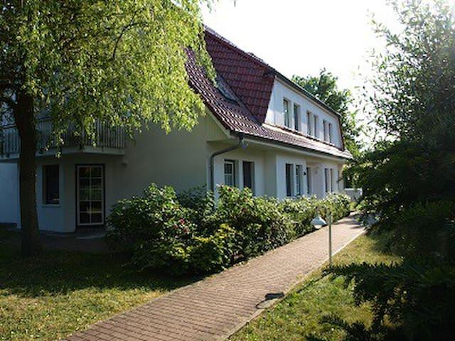 """2 Zimmer Ferienwohnung """"Romantischer Winkel"""" - Prerow - Appartement"""