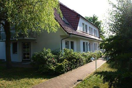 """2 Zimmer Ferienwohnung """"Romantischer Winkel"""" - Prerow - 公寓"""