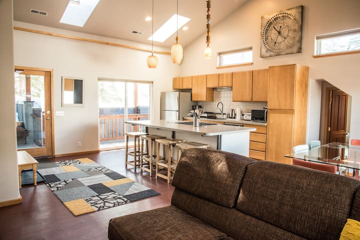 Deluxe Downtown Penthouse with unbeatable location - Ketchum - Apartment