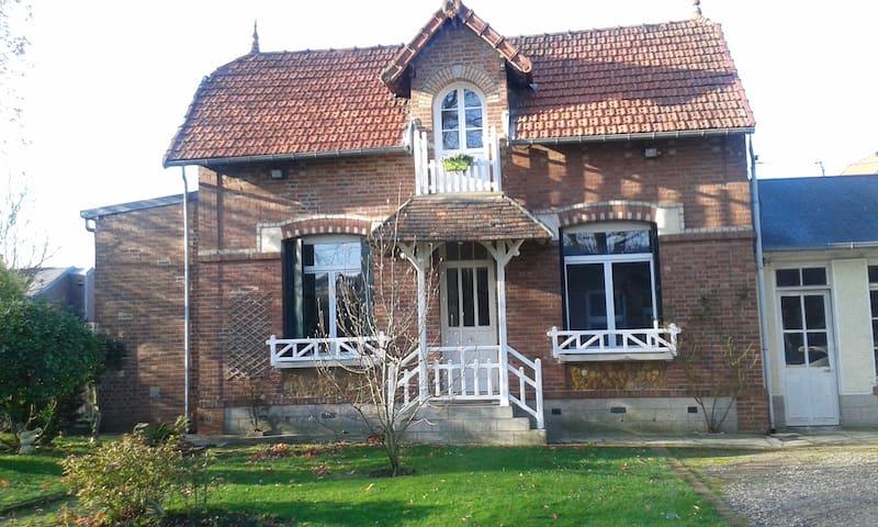 Grande chambre dans maisonnette - Villers-Bretonneux
