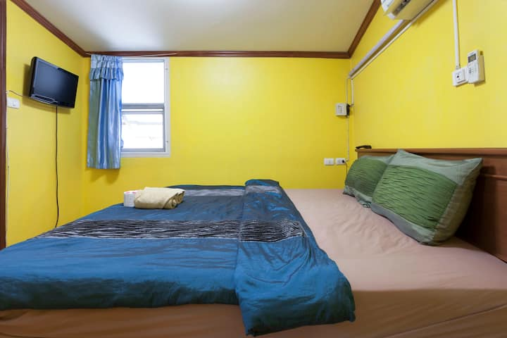 Central Guesthouse Thapae Gate Double Room w A/C