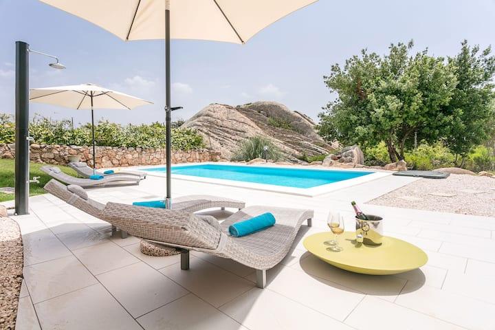 Art Villa - Magnifique maison de vacances avec piscine d'eau salée ; garage disponible
