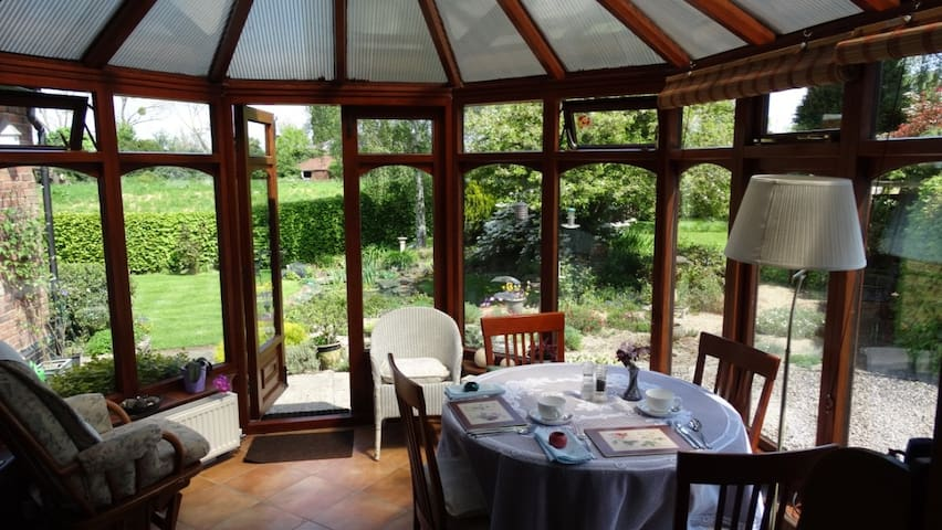 Garden view room in tranquil yet central location - Upton upon Severn - Dom