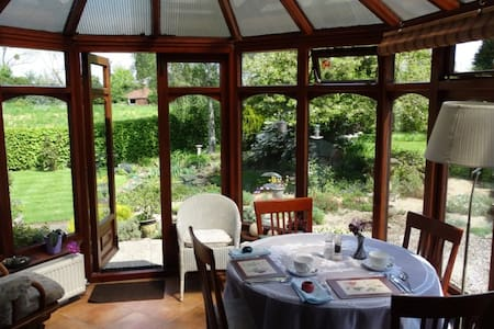 Garden view room in tranquil yet central location - Upton upon Severn - Casa