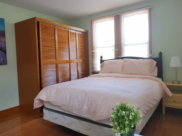 Complete Private Room in South Philly- Room E