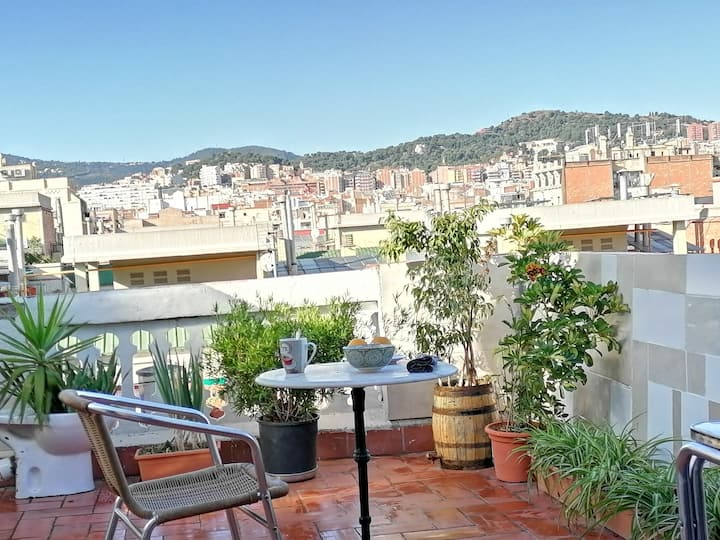 A RooF ToP- CharM DoubleBed Room at Down Town