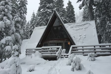 Classic Cabin on American River! 5 miles to SKI! - Twin Bridges
