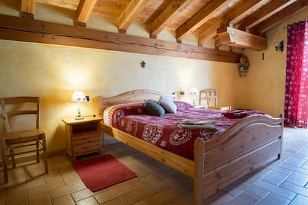 B&B Au Coin du Village - l'Abricot - Saint-Nicolas - Penzion (B&B)