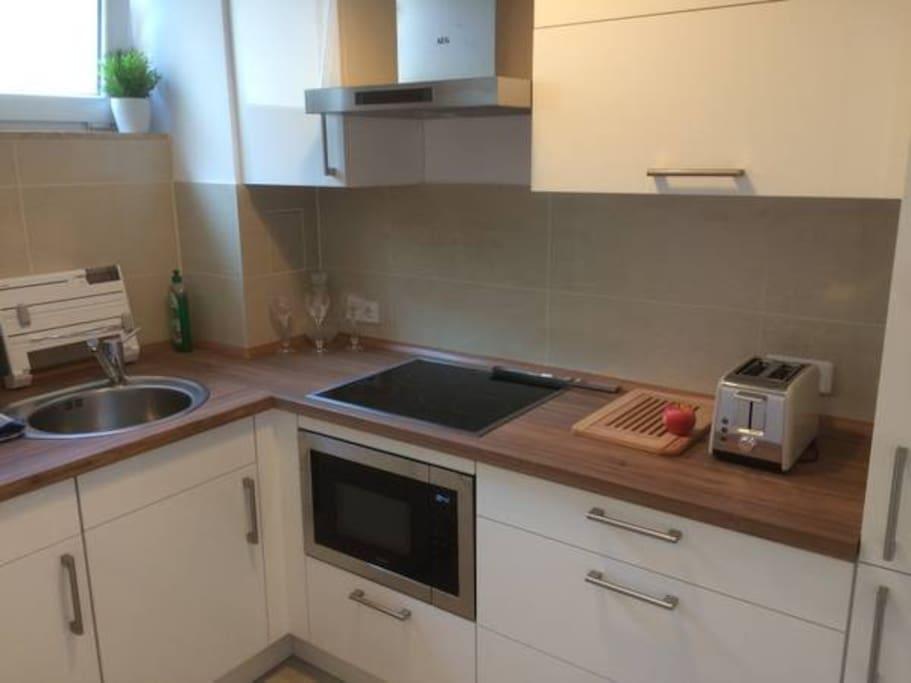 topmoderne Einbauküche mit Spül-und Waschmaschine