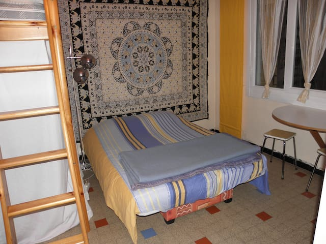 Campanules proche EUREXPO - Bron - Bed & Breakfast