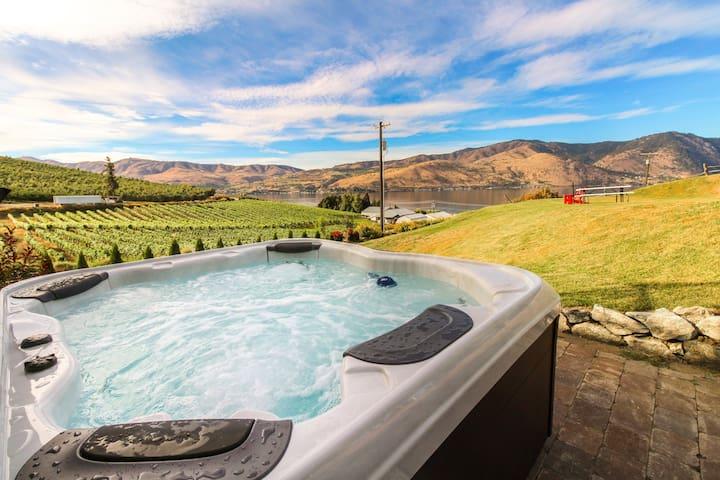 Tuscan-style home w/private hot tub & yard, vineyard & lake views