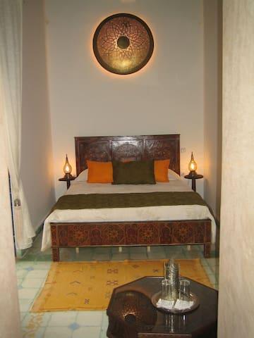 Chambre dans un Riad typique - Rabat - Bed & Breakfast