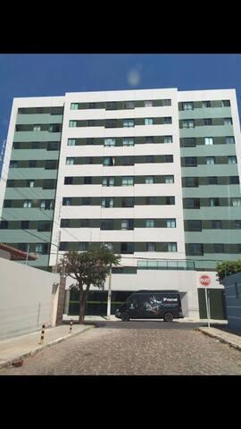 Apartamento 2 quartos completo no centro da cidade