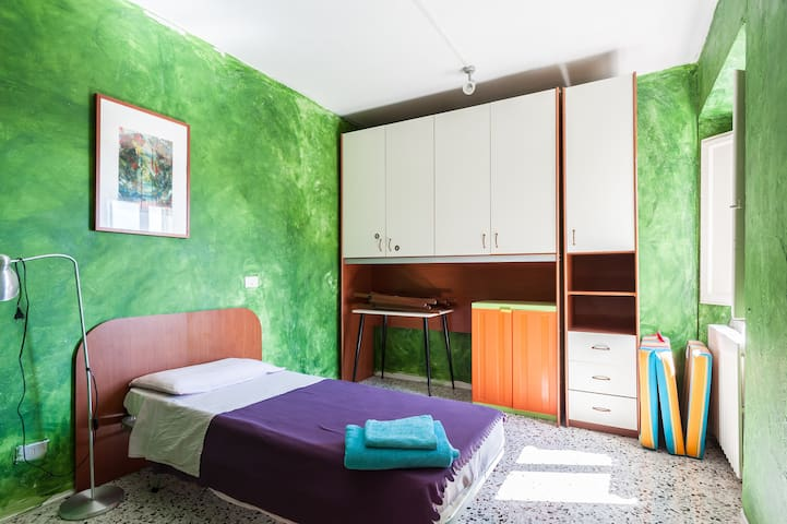 Bright and lovely single room - Urbino - Pis
