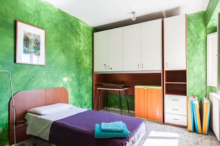 Bright and lovely single room
