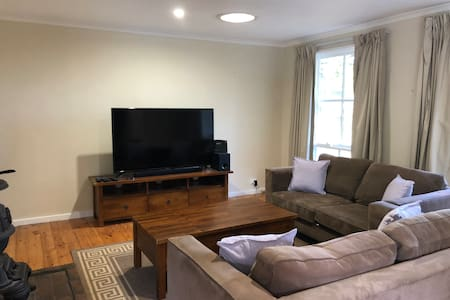 Nth Canberra family home - 3BR, Garden, WiFi ⭐
