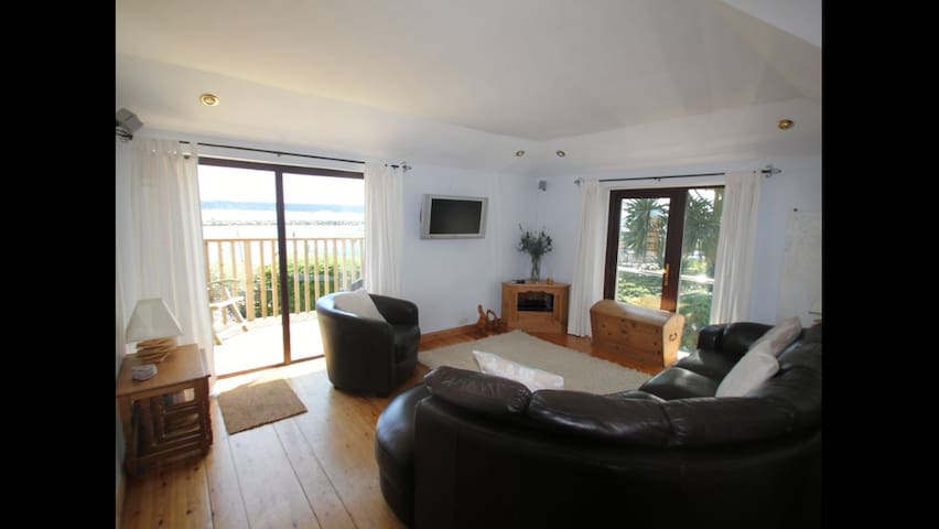 Beautiful Seafront holiday home in great location