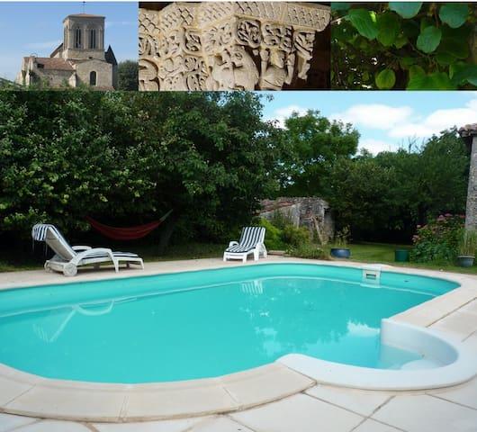 Gîte avec piscine en Saintonge - Montpellier-de-Médillan - Casa