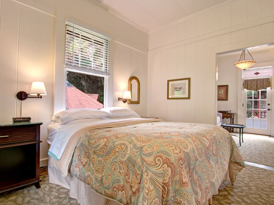 Dillingham Suite-Bedroom and living area