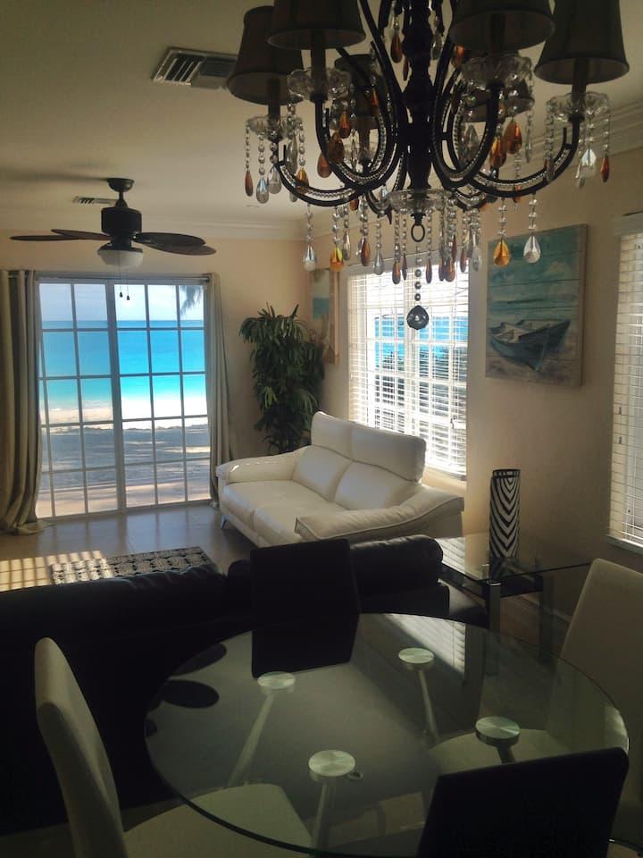 Beautiful Beachfront Luxury Vacation (Upper 2Bdrm)