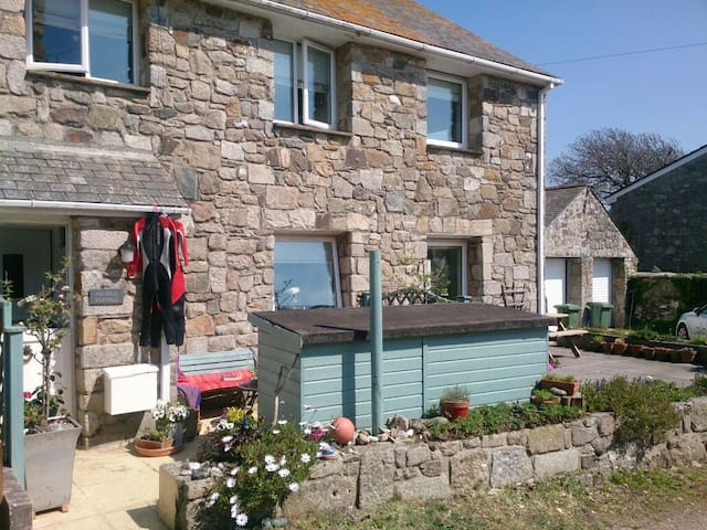 HAPPY BEACH COTTAGE - CORNWALL UK - Perranuthnoe - บ้าน