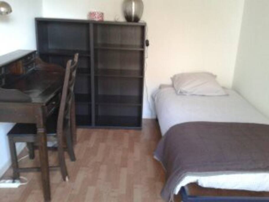 chambre simple avec petit balcon - idéal pour les ados