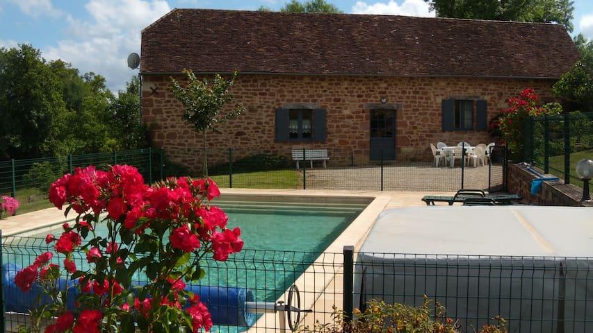 Maison typique, vue,jacuzzi,piscine - Badefols-d'Ans