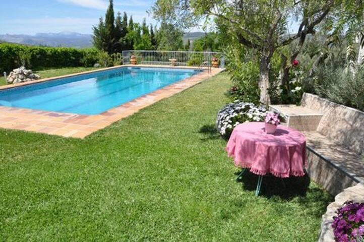 Hübsche Wohnung mit Pool und Garten - Arriate