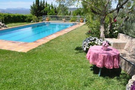 Apartamento con piscina y jardín - Arriate - Leilighet