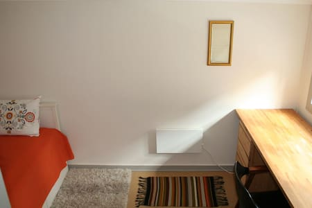 "Our small and cozy ""Kvisten room"", (Bergen city) - Bergen"