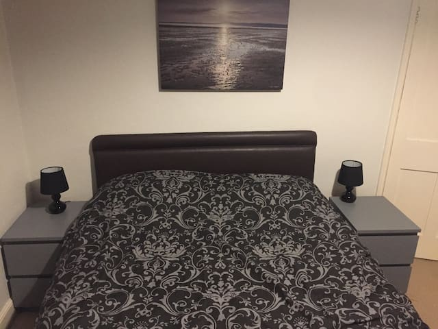 A lovely room for 1 or 2 guests. Central location.