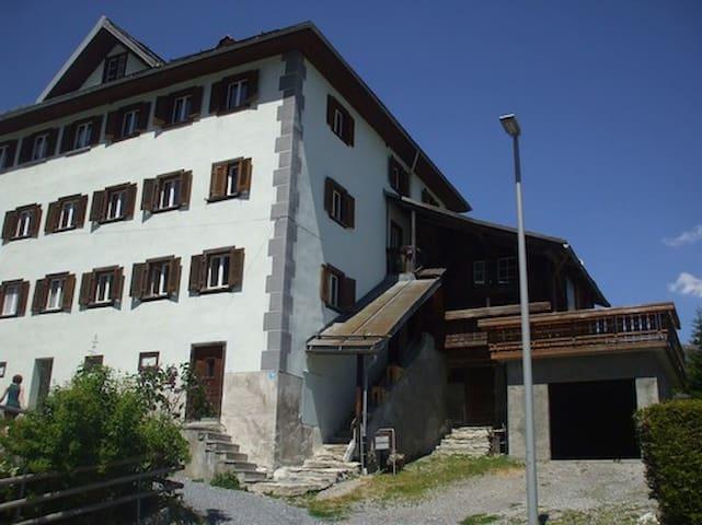 Engadiner Haus mit 5 1/2 Zimmer - Flond - Ev