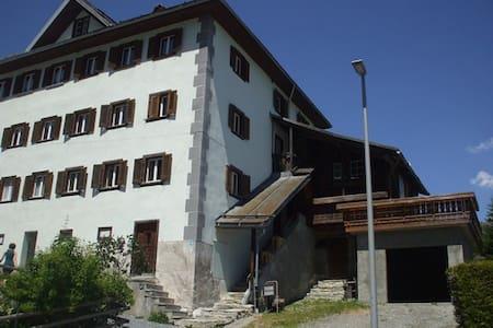 Engadiner Haus mit 5 1/2 Zimmer - Flond - Hus