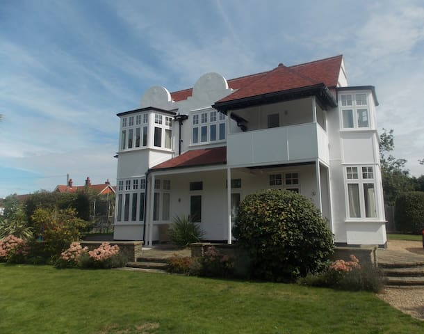 Beautiful House close to beach and town centre - Frinton-on-Sea - Casa