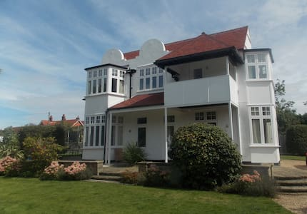 Highcross,Third Avenue Frinton on Sea Sleep 15 + - Frinton-on-Sea - Casa