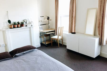 Nice and spacious guest room - Londres - Apartamento
