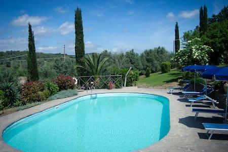 GIARE - Agriturismo Aiola - Toscana - Campagnatico