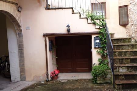 """""""La piazzetta sul Monterione"""" - Spello"""