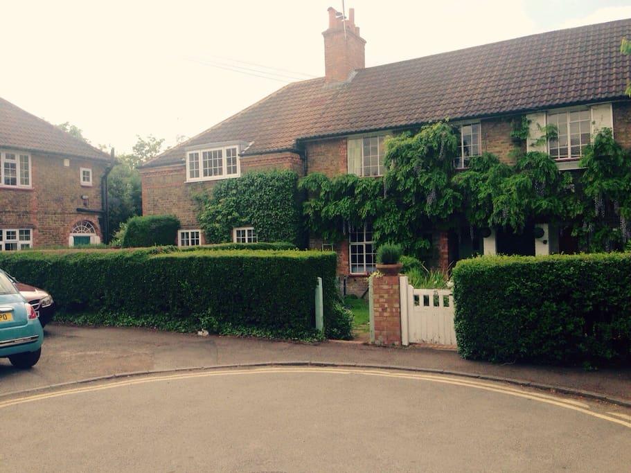 wimbledon cottage double room h user zur miete in london london vereinigtes k nigreich. Black Bedroom Furniture Sets. Home Design Ideas