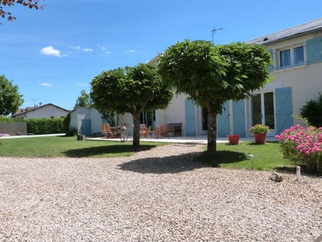 Double room in a beautiful farmhouse with pool - Poitiers - House