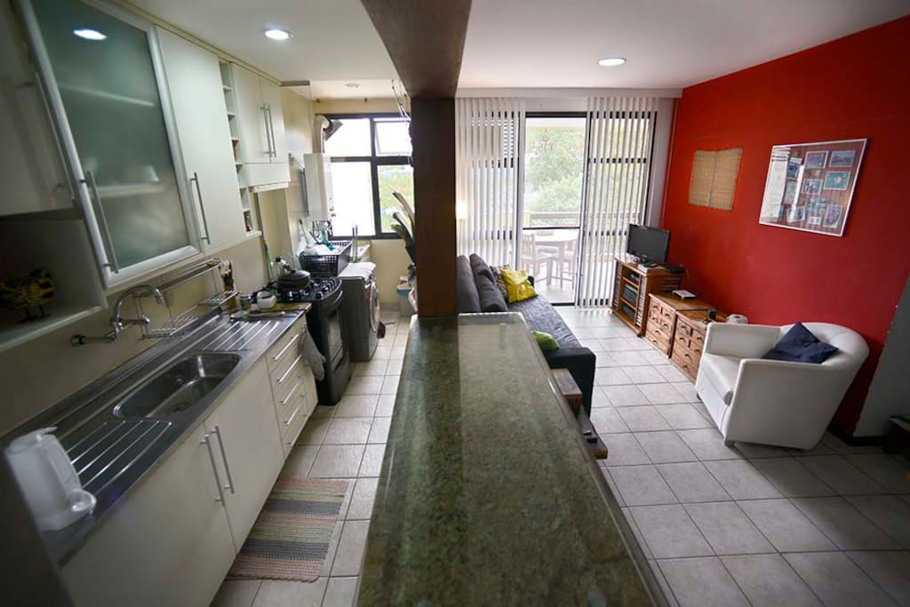Sala & Cozinha / Living Room & Kitchen